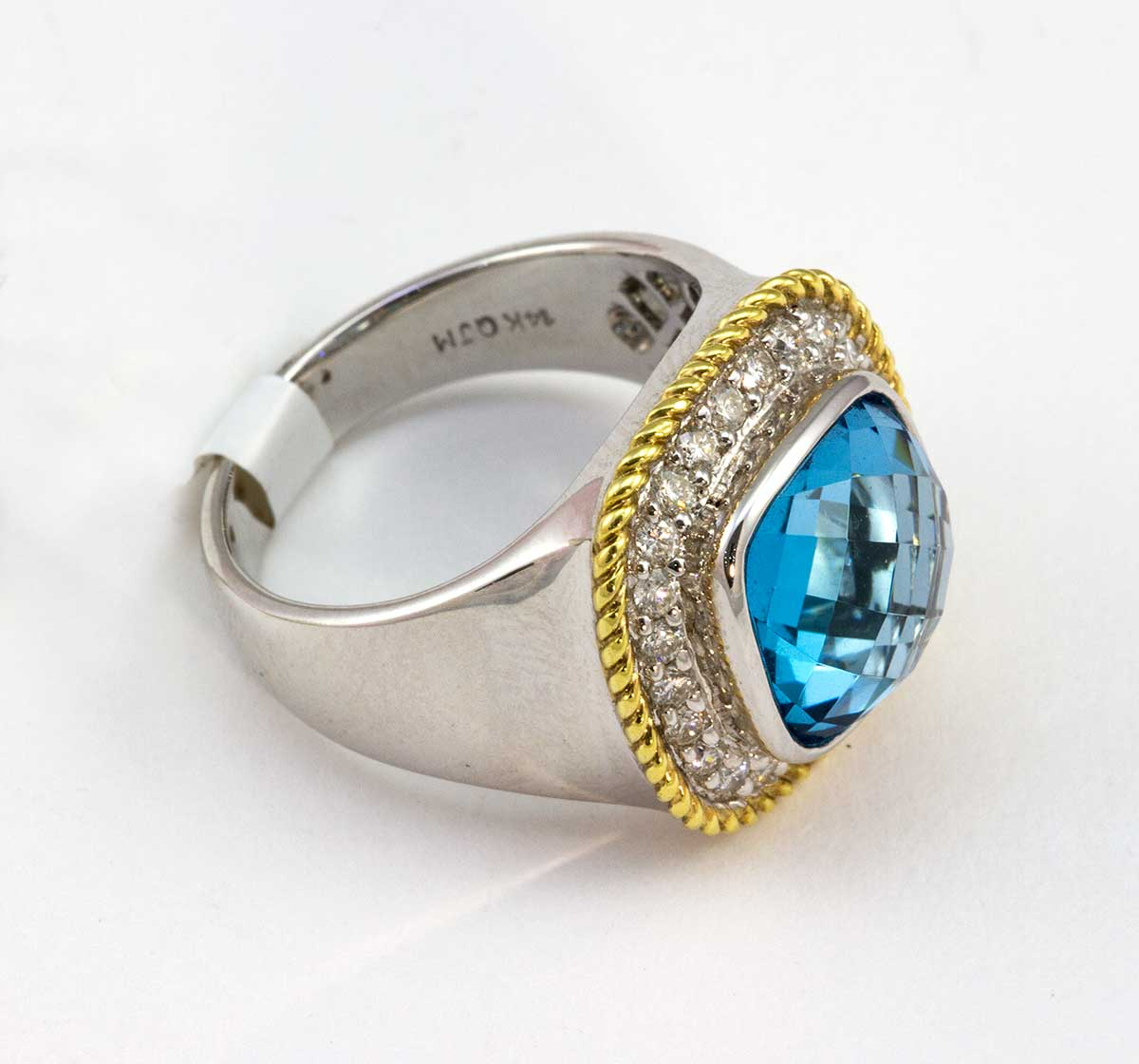 White gold topaz ring with yellow gold trim with 24diamonds .47 cts and blue topaz wieght 7.50