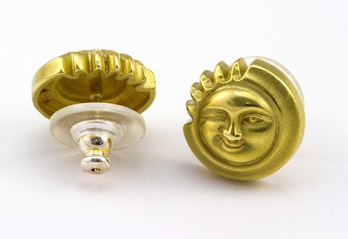 Kieselstein 18k yellow gold winking sun earrings